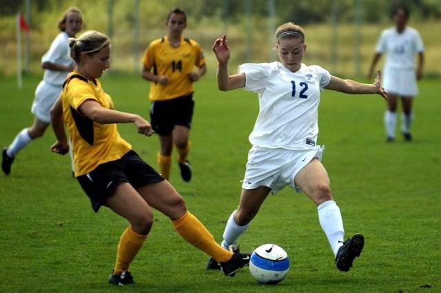 """Dziewczyny zagrają w piłkę nożną """"przeciw homofobii"""" [ZA DARMO]"""