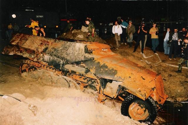 Wydobywanie Rosi z Pilicy w 1996 r.