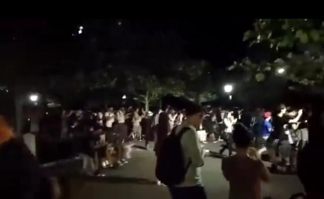 Apokalipsa w Central Parku. Tysiące ludzi próbowało… złapać Pokemona [WIDEO]