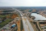 Budowa autostrady A1 pod Częstochową. Betonowa nawierzchnia już na kolejnych odcinkach [ZDJĘCIA]