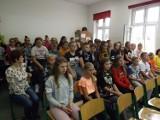 """AKTYWNIE: """"Narodowe Czytanie"""" w Szkole Podstawowej w Benicach [GALERIA]"""