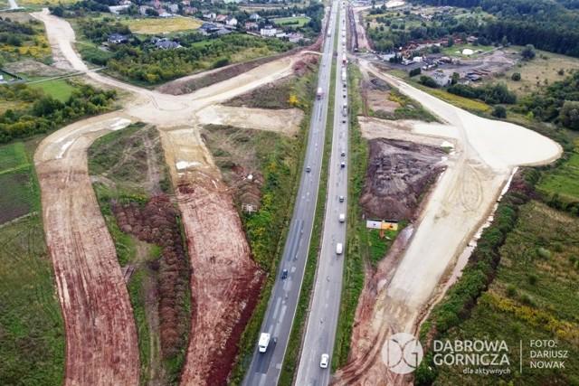 Tak prawie 7-kilometrowy odcinek DK1 w Dąbrowie Górniczej - Ząbkowicach zamienia się w ekspresówkę   Zobacz kolejne zdjęcia/plansze. Przesuwaj zdjęcia w prawo - naciśnij strzałkę lub przycisk NASTĘPNE