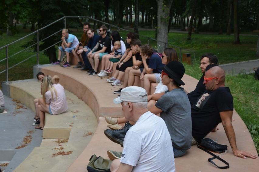 Alternatywne brzmienia w sercu Goleniowa. Izzy & The Black Trees w parku