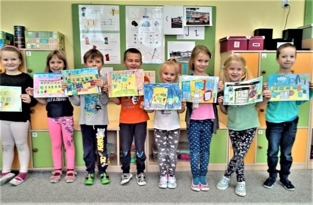 Dzieci pracami plastycznymi przedstawiły efekty remontu olkuskiego Przedszkola nr 8.