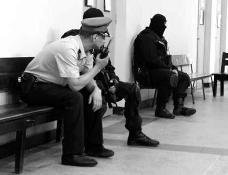 Antyterroryści pilnowali sali sądowej, w której wczoraj toczyła się rozprawa przeciwko Marcepanowi i jego żołnierzom. fot. VIOLETTA GRADEK