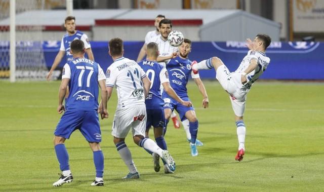 Lechici w Mielcu wygrali pewnie, prezentując dobra grę, mimo braku w swoich szeregach kilku podstawowych piłkarzy.   Zobacz więcej zdjęć ------>