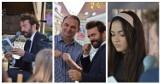 """Narodowe Czytanie 2021 w Rawiczu. Piotr Głowacki i licealiści czytali na rynku """"Moralność Pani Dulskiej"""" [ZDJĘCIA]"""
