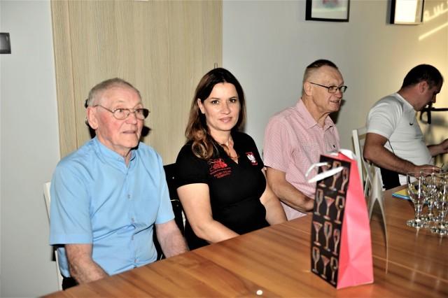 Od lewej Mieczysław Dobrenko, prezes OZKol Jolanta Schreiber, Eugeniusz Słonina podczas spotkania z okazji 50-lecia kolarstwa na Powiślu