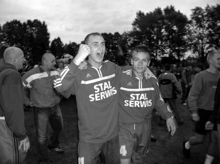 Tomasz Czok (z lewej) i Piotr Mastalerz, niesamowicie zmęczeni, ale szczęśliwi. fot. JAKUB MORKOWSKI