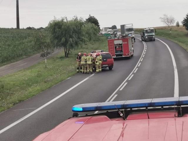 Groźne zdarzenie na drodze krajowej nr 15 między Gnieznem a Jankowem Dolnym