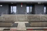 Dworzec Główny PKP. Niewidomi korzystający z oznakowania trafiają... prosto w ścianę
