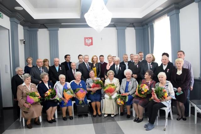 Diamentowi i złoci Jubilaci w gminie Opoczno nagrodzeni medalami