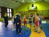 Trenerzy LKS Żuławy zapraszają na wakacyjne treningi zapasów  klasycznych.