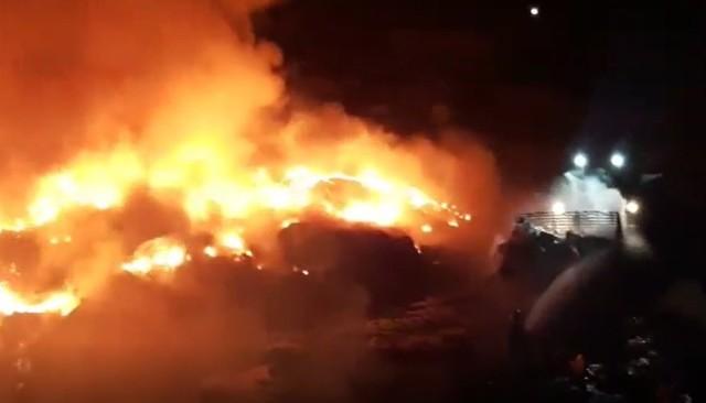 Pożar wysypiska odpadów w Siemianowicach Śląskich. Strażacy walczyli z ogniem kilkanaście godzin