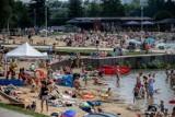 Kraków. Nad Bagrami jak nad Bałtykiem: wypełnione plaże i słoneczne kąpiele [ZDJĘCIA]