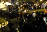 Protest kobiet w Katowicach przed Archikatedrą Chrystusa Króla. Policja użyła gazu