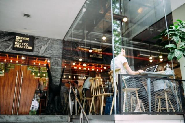 #OtwieraMY w Poznaniu. Oto restauracje, kawiarnie i kluby otwarte stacjonarnie.  Sprawdź, gdzie można zjeść, wypić kawy czy też potańczyć w weekend.  Przejdź do galerii --->