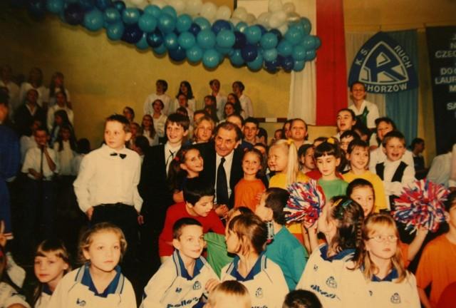 Zdjęcia archiwalne z albumu szkolnego poświęconego Gerardowi Cieślikowi.