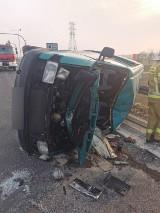 Wypadek Śrem. Zderzenie trzech samochodów w obrębie skrzyżowana DW 434 i zjazdu Śrem-Kawcze