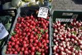 Kościerzyna. Ceny warzyw i owoców na targowisku. Zobacz ile kosztują truskawki, pomidory, kapusta czy koper [ZDJĘCIA]