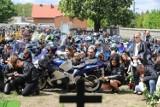 Tłumy na pogrzebie pary motocyklistów, ofiar wypadku pod Aleksandrowem. Pogrzeb pary motocyklistów, którzy zginęli w wypadku