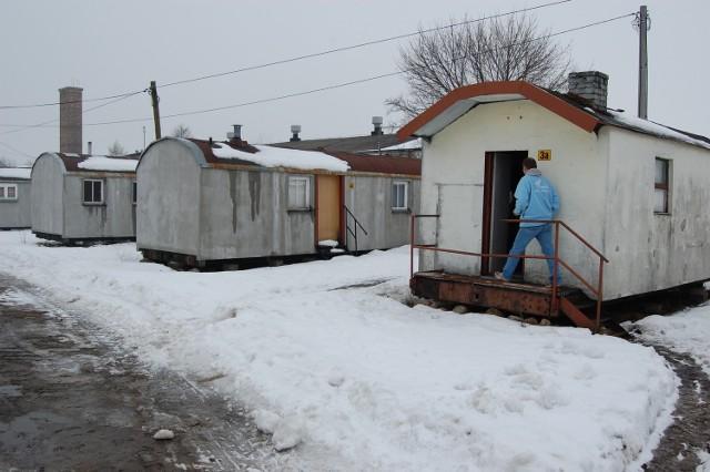 W barakach mieszka 14 osób, ale 3 są obecnie w areszcie