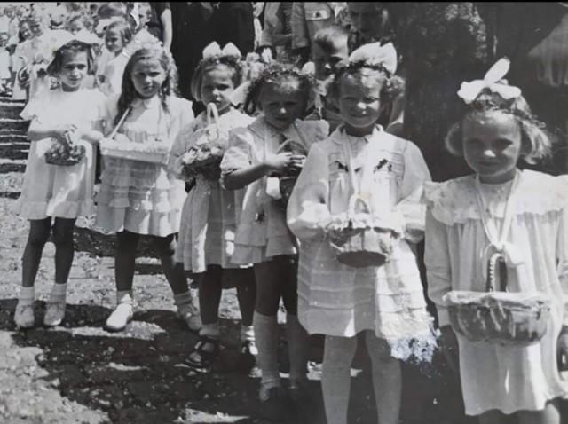 Boże Ciało w Nowej Soli. Zobacz, jak wyglądały procesje w latach 50-70 ubiegłego wieku. To niesamowite, historyczne zdjęcia.