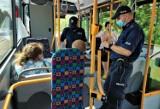 Od trzech dni policjanci kontrolują byciobusy. Aż 70 osób bez maseczek. Jest też spokojniej