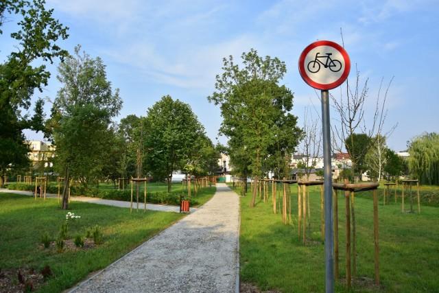 Tak obecnie wygląda park między ul. Kościuszki i Sienkiewicza w Żninie. Widać, że został posprzątany.