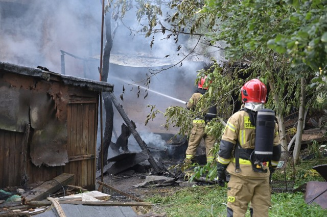 Pożar przy dworcu Grudziądz Owczarki. Gasiły go cztery zastępy straży pożarnej