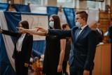 """Wyjątkowa uroczystość w opatowskim """"Bartoszu"""". Ślubowanie i Dzień Nauczyciela w jednym [ZDJĘCIA]"""