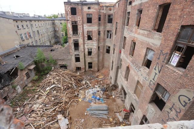 Podczas rewitalizacji zostaną wyremontowane dwie zabytkowe, zniszczone, stojące obok siebie kamienice z końca XIX wieku w Łodzi przy ul. Rewolucji 1905 roku: numery 29 i 31. Powstanie w nich w sumie 60 mieszkań i sześć lokali użytkowych. Prace zakończą się w 2020 roku.   CZYTAJ DALEJ NA NASTĘPNYM SLAJDZIE