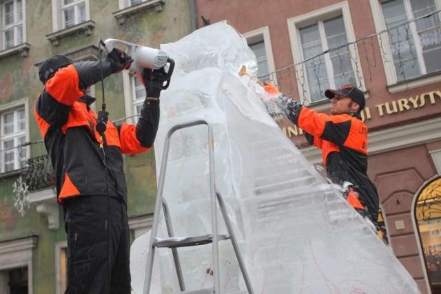 Festiwal Rzeźby Lodowej w deszczu