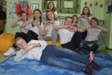 Młodzi w akcji, czyli uczniowie z SP Chojne wiedzą, jak dobrze bawić się na przerwach[FOTO]