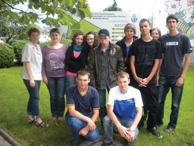 Uczestnicy zakończonego projektu, uczniowie klas I technikum. Pierwsza z lewej Anna Sikora