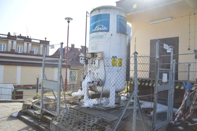 Zbiornik na tlen przy szpitalu powiatowym w Bochni ma pojemność 3 ton, niebawem ma zostać zamontowany dodatkowy zbiornik o pojemności 11 ton