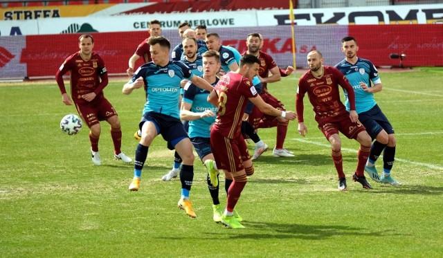 Chojniczanka Chojnice była nieskuteczna w ataku i nieskoncentrowana w obronie, przez co przegrała 1:3 ważny mecz ze Skrą Częstochowa