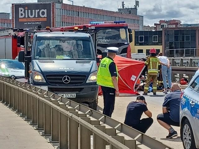 Tragiczny wypadek we Wrocławiu. Auto wjechało w ekipę sprzątającą Alby. Nie żyje jej pracownik