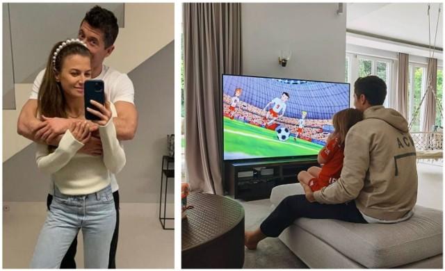 Anna i Robert Lewandowscy z córkami podróżują pomiędzy trzema domami - na co dzień mieszkają w Monachium, mają luksusowy apartament w Warszawie, a wolne chwile uwielbiają spędzać w letniej rezydencji w Stanclewie na Warmii.    Robert Lewandowski jako piłkarz niemieckiego klubu Bayern Monachium najwięcej czasu spędza w swojej rezydencji znajdującej się w stolicy Bawarii w luksusowej dzielnicy Bogenhausen. Posiadłość została kupiona przez sportowca, parę lat temu za 10 milionów euro. Zaglądamy do środka domu Anny i Roberta Lewandowskich.  Na następnych zdjęciach kolejne wnętrza rezydencji Lewandowskich. Aby przejść do galerii, przesuń zdjęcie gestem lub naciśnij strzałkę w prawo.