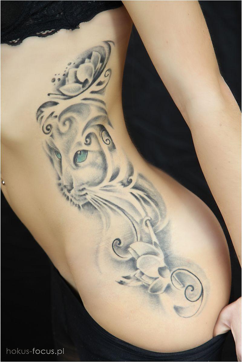Tatuaż Artystycznyczyli Nawet Ksiądz Robi Sobie Rysunek Na