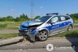 Kraków. Kolejny policyjny radiowóz roztrzaskany. Funkcjonariusz trafił do szpitala