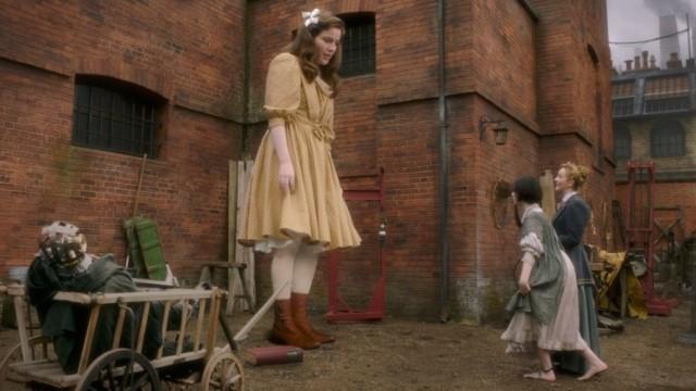 """W serialu """"Nierealne"""" w XVIII-wiecznym Londynie zaczynają się dziać dziwne rzeczy"""