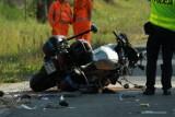 Wypadek na DK 12 w Kozeninie. Zderzenie ciężarówki z jadącym na motocyklu policjantem na służbie [ZDJĘCIA]