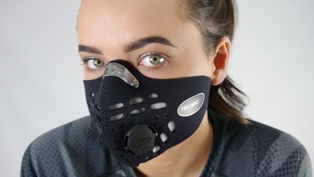 Maski sportowe chronią przed smogiem i wirusami w powietrzu, ale niekoniecznie są polecane w zastępstwie zwykłych maseczek na twarz
