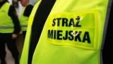 Warszawa. Wózek z dwuletnim dzieckiem stał na chodniku. Obok leżeli kompletnie pijani rodzice