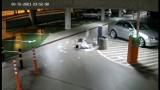 Młody wandal zniszczył świetlik w centrum Jaworzna. Teraz założył zbiórkę, żeby zdobyć pieniądze na pokrycie strat