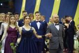 Studniówka 2019 VII Liceum Ogólnokształcącego im. M. Kopernika w Częstochowie. W Hali Polonia zatańczono dwa różne polonezy [ZDJĘCIA]