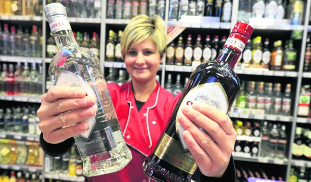 Nadal można kupować alkohol nocą w ponad 60 sklepach w centrum Krakowa. Prohibicję zatrzymały niejasne przepisy. Teraz głos zabierze sąd.