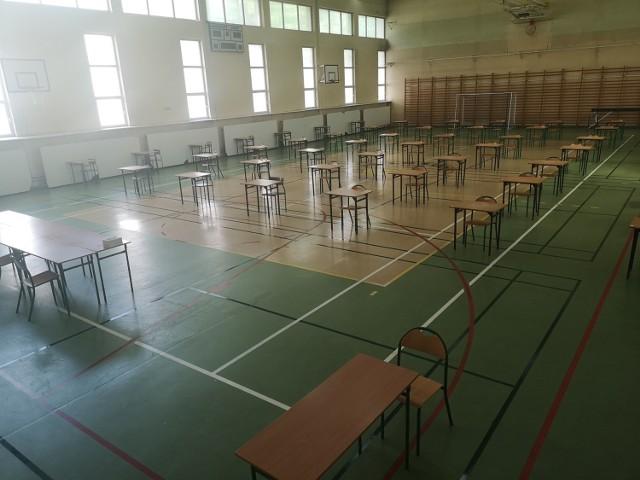 IX LO w Łodzi - sala gotowa na maturę