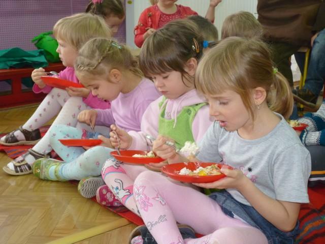Dzieci spróbowały każdego rodzaju sałatki